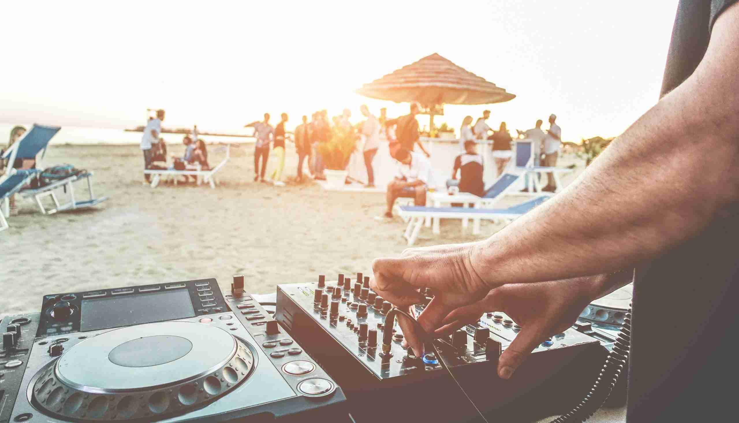 Mass-Vision-Eyewear-Summer-Beach-Party